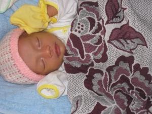 Bé nhỏ 6 tháng trước mới 6 ngày tuổi đã bị bỏ trước cổng chùa